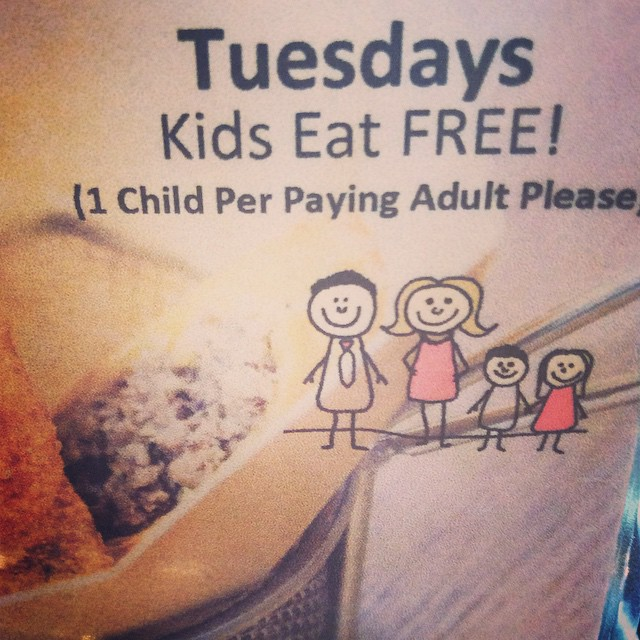 Happy happy Tuesday! It's finally here! Good news! Kids eat FREE! Tonight is night to bring the family in to enjoy one of our delicious burgers. Yummy! deals #bangbangburgers #burgers #fries #patlafrieda #kids #free #bestburger #tuesday #family